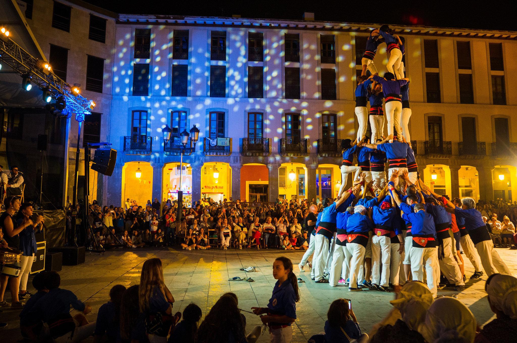 'Castellers' durante una fiesta popular catalana.