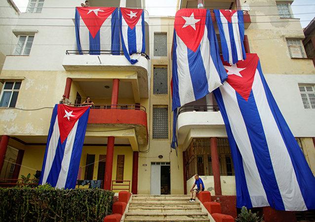 Las banderas de Cuba se secan tras el huracán Irma