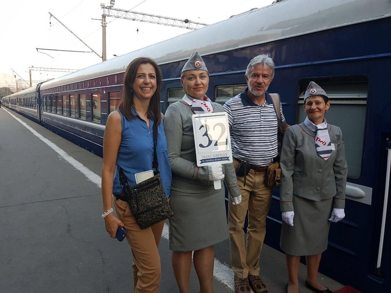 César Cortés al lado del tren Rusia Imperial