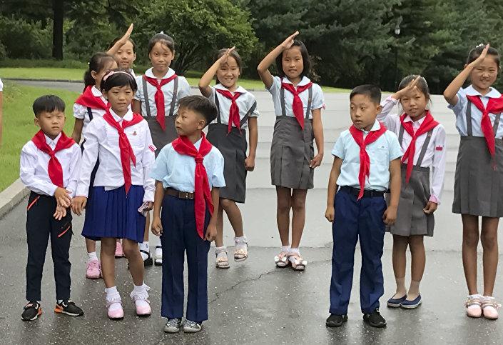Niños en las calles de Pyongyang