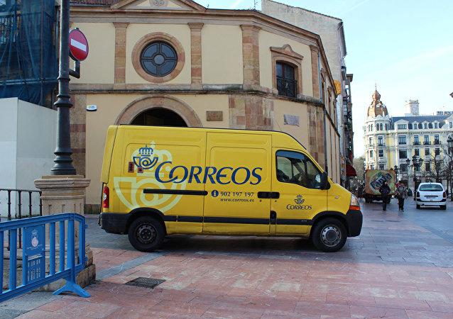 Un vehículo de la empresa estatal de Correos en España