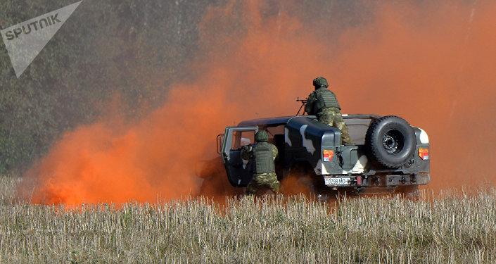 Los militares bielorrusos durante lоs preparativos para las maniobras Zapad 2017