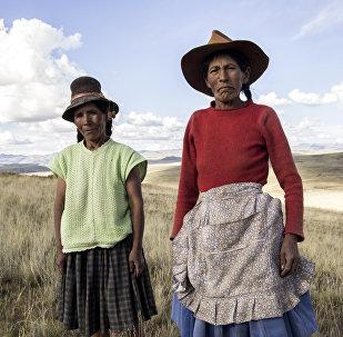 Hermelinda Umasi Magaño y Tomasa Vasquez de la comunidad Bajo Huancané