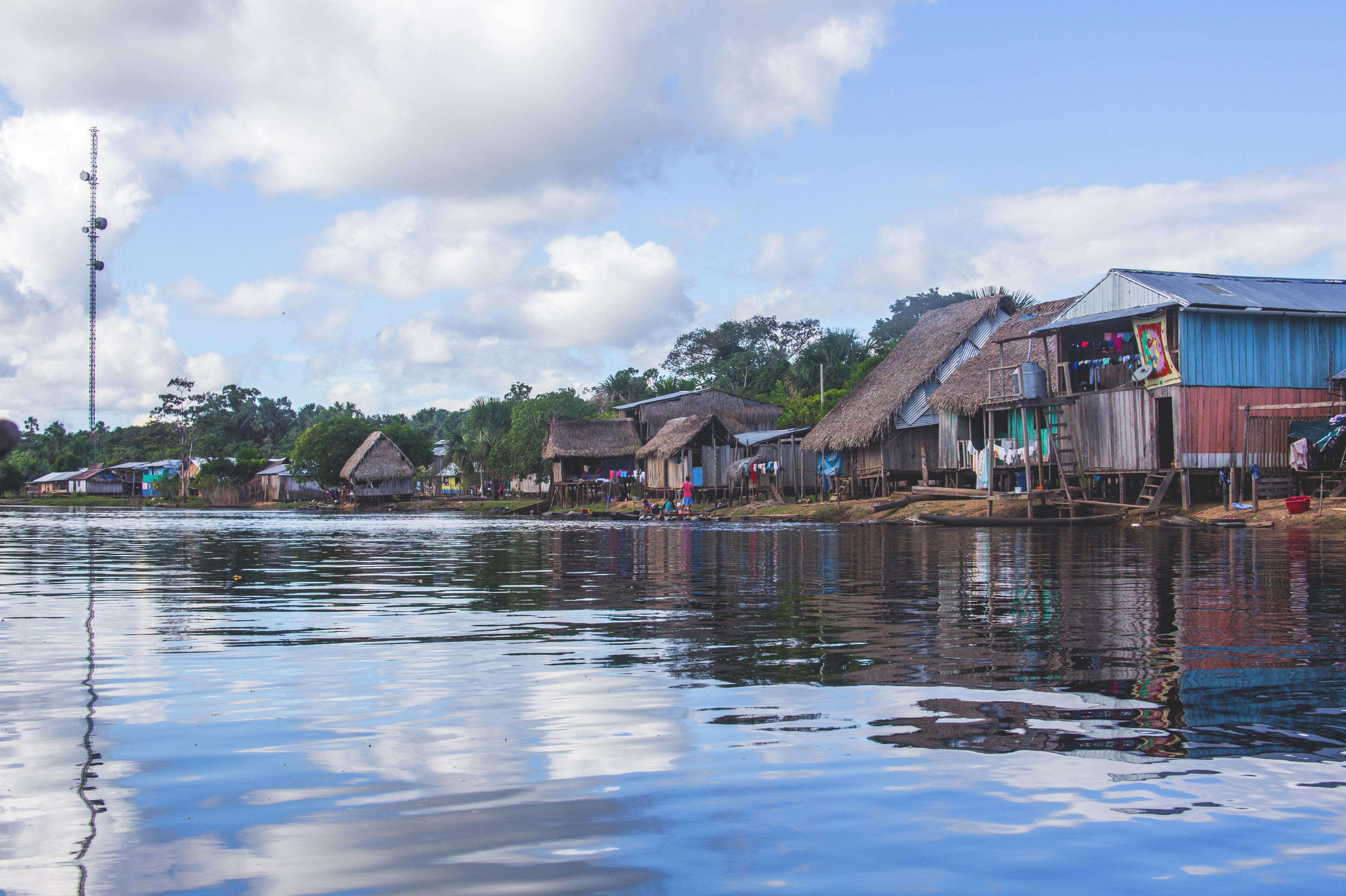 Comunidad de Cuninico vista desde el río Marañon