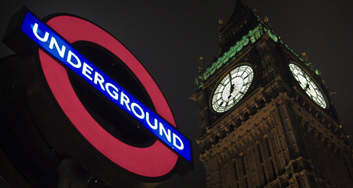 Difunden video de la bomba ardiendo dentro del vagón en Londres