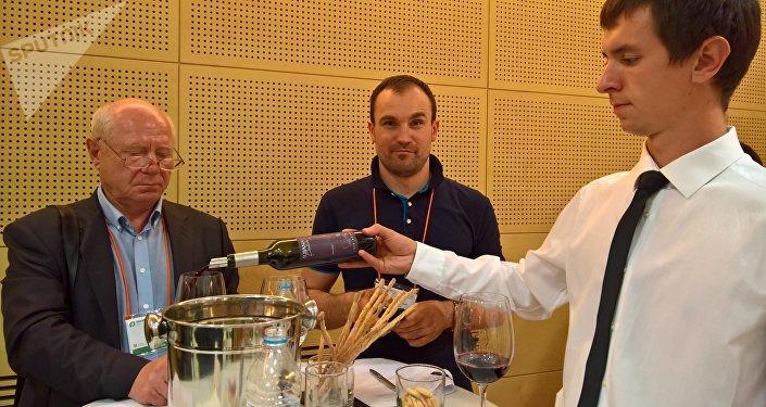 Degustación de vinos Malbec durante la Feria Internacional de Alimentos de Moscú
