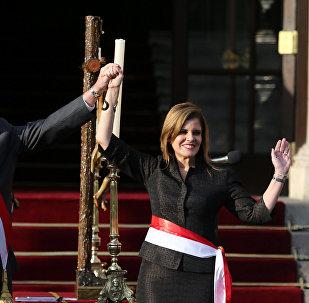 El presidente de Perú, Pedro Pablo Kuczynski, junto a la segunda vicepresidenta, Mercedes Aráoz (archivo)