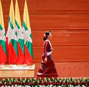 Aung San Suu Kyi, Consejera de Estado birmana