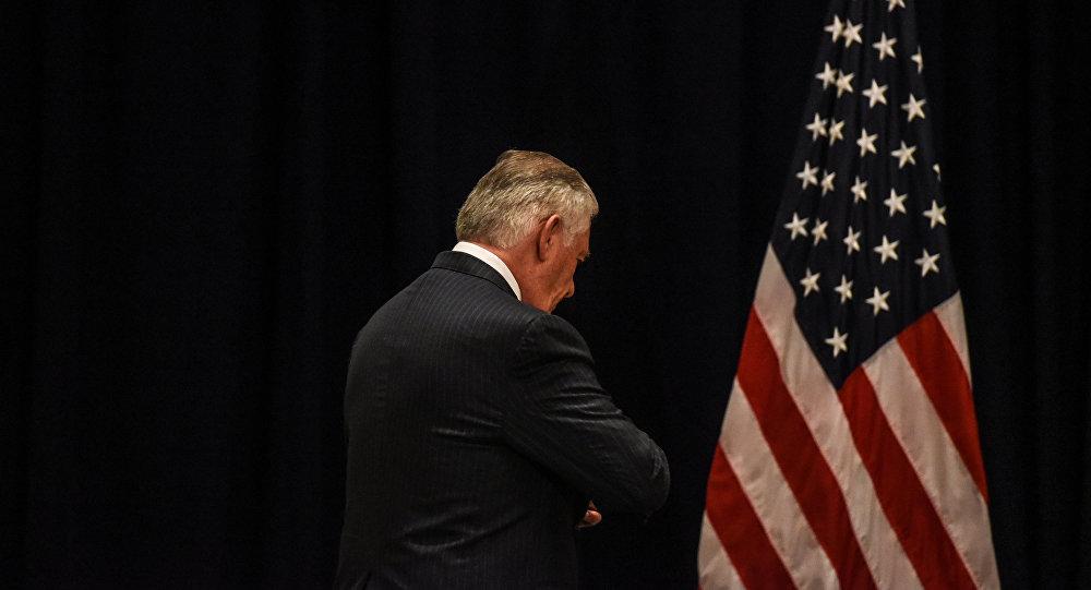 Tillerson niega que haya considerado dejar el Departamento de Estado