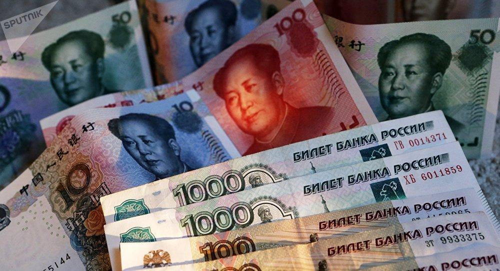 Rublos y yuanes (monedas rusas y chinas, respectivamente)