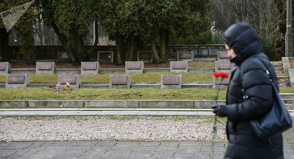 Сementerio de soldados soviéticos en Varsovia (Archivo)