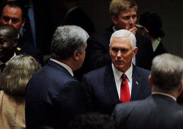 El presidente ucraniano, Petró Poroshenko, y el vicepresidente estadounidense Mike Pence