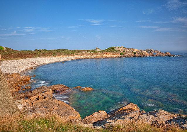 La costa de la isla Guernsey, donde tiene lugar la excavación