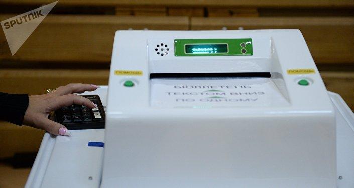 Un aparato para la cuenta de votos (imagen referencial)