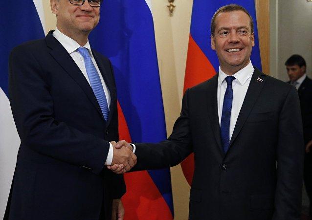 El primer ministro de Finlandia, Juha Sipilae y su homólogo Dmitri Medvédev