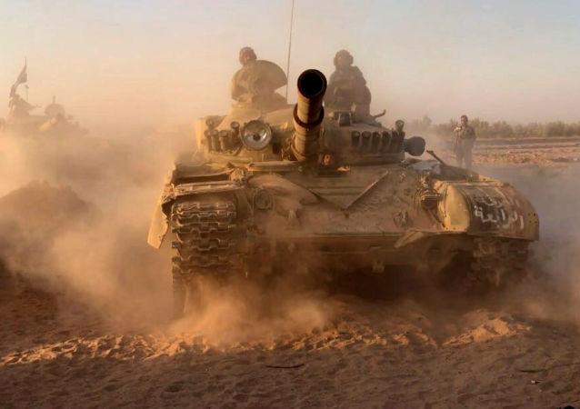 Tanques sirios en Deir Ezzor
