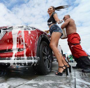 Modelos, cerveza y tanques: las fotos más deslumbrantes de la semana
