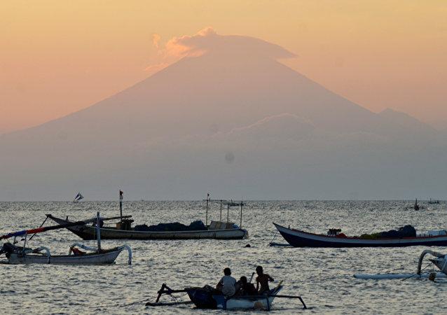 Volcán Agung en Indonesia
