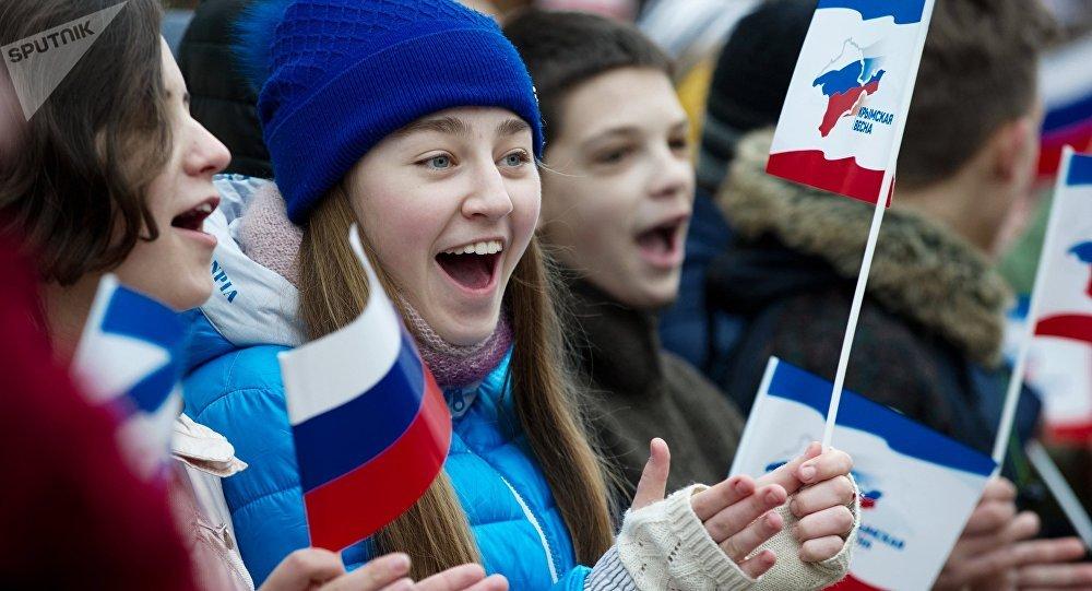Crimeos celebran el tercer aniversario de la reunificación de Crimea con Rusia