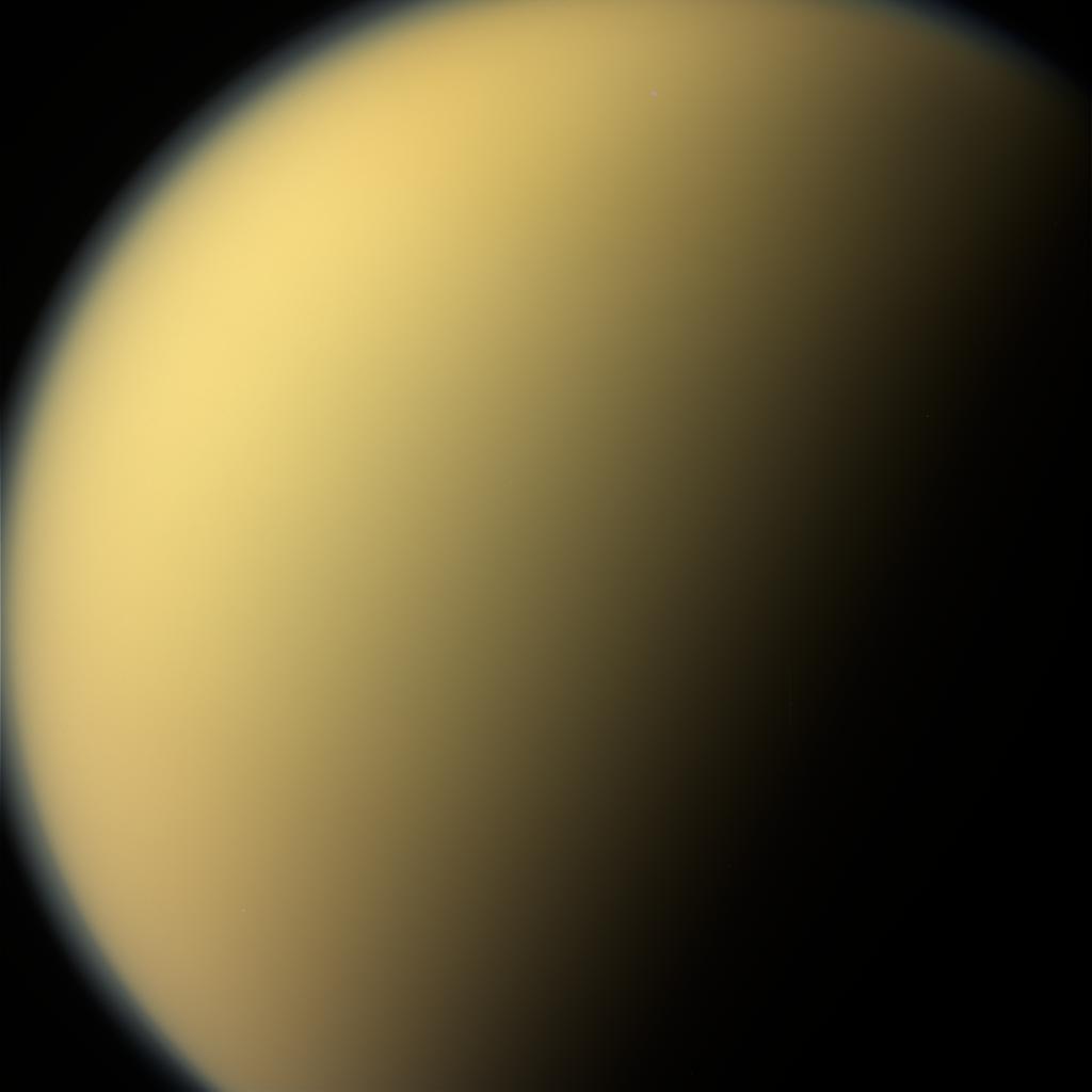 Durante su 'suicidio premeditado', la sonda Cassini logró mirar a Titán, uno de los satélites gigantes de Saturno