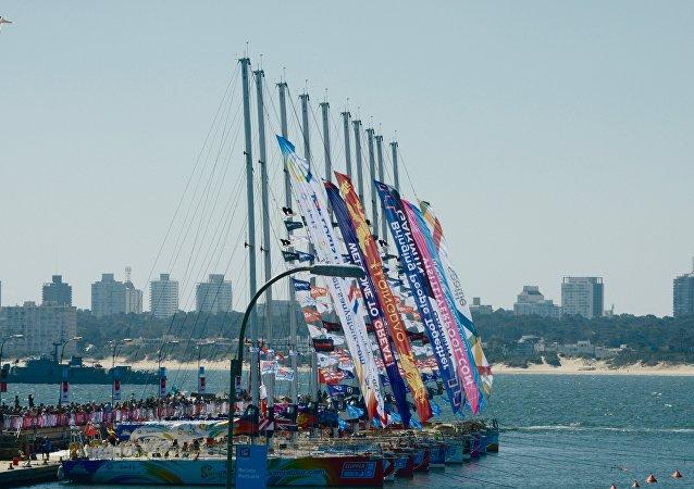 Arribo de regata Clipper al puerto de Punta del Este, Uruguay
