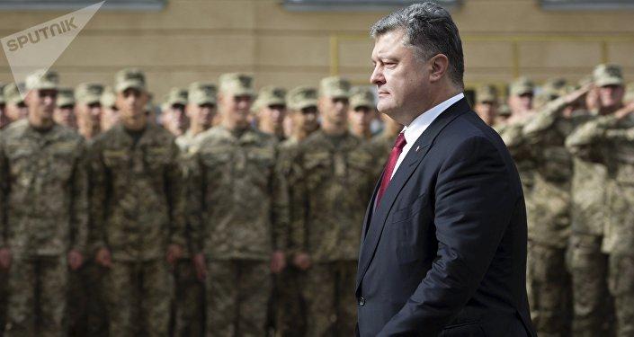 Petró Poroshenko y los soldados ucranianos