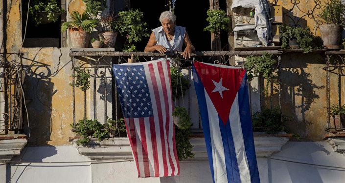 Las banderas de EEUU y Cuba (archivo)
