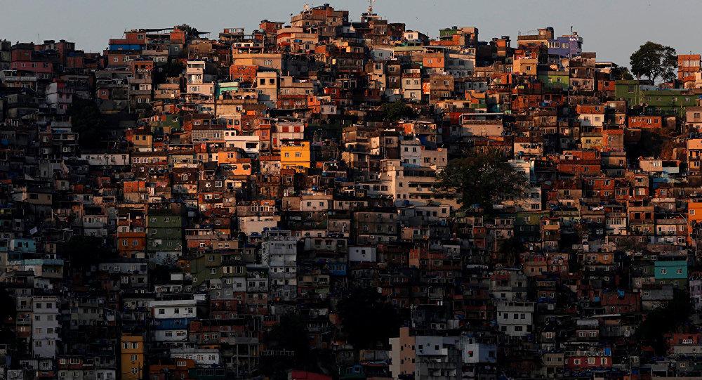 Militares cercan la mayor favela de Río de Janeiro
