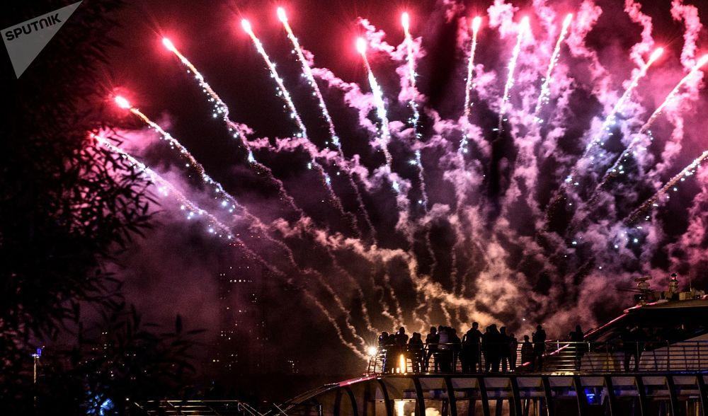 Lluvia de colores en el cielo de Moscú: clausura del festival Círculo de Luz