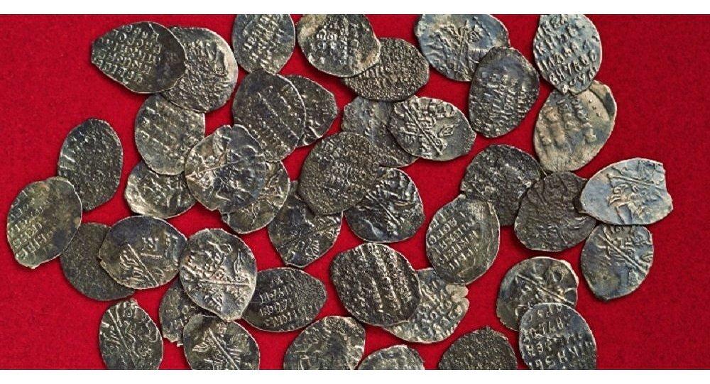 Resultado de imagen para Arqueólogos hallan un tesoro del siglo XVII en la región de Moscú