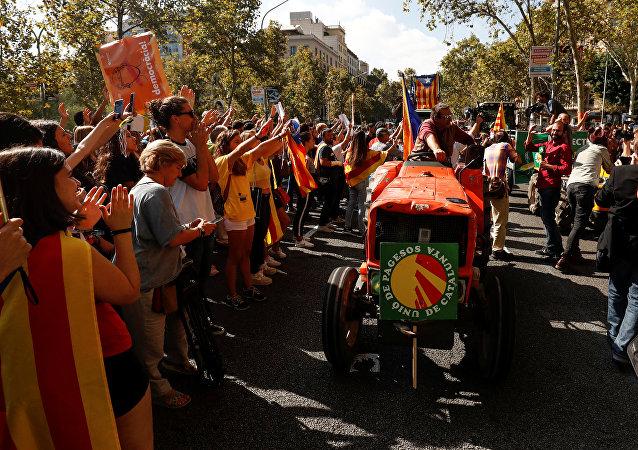 Agricultores en tractores se reúnen en apoyo al referéndum catalán