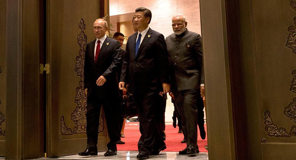 Presidente de Rusia, Vladímir Putin, presidente de China, Xi jinping, y primer ministro de la India, Narendra Modi