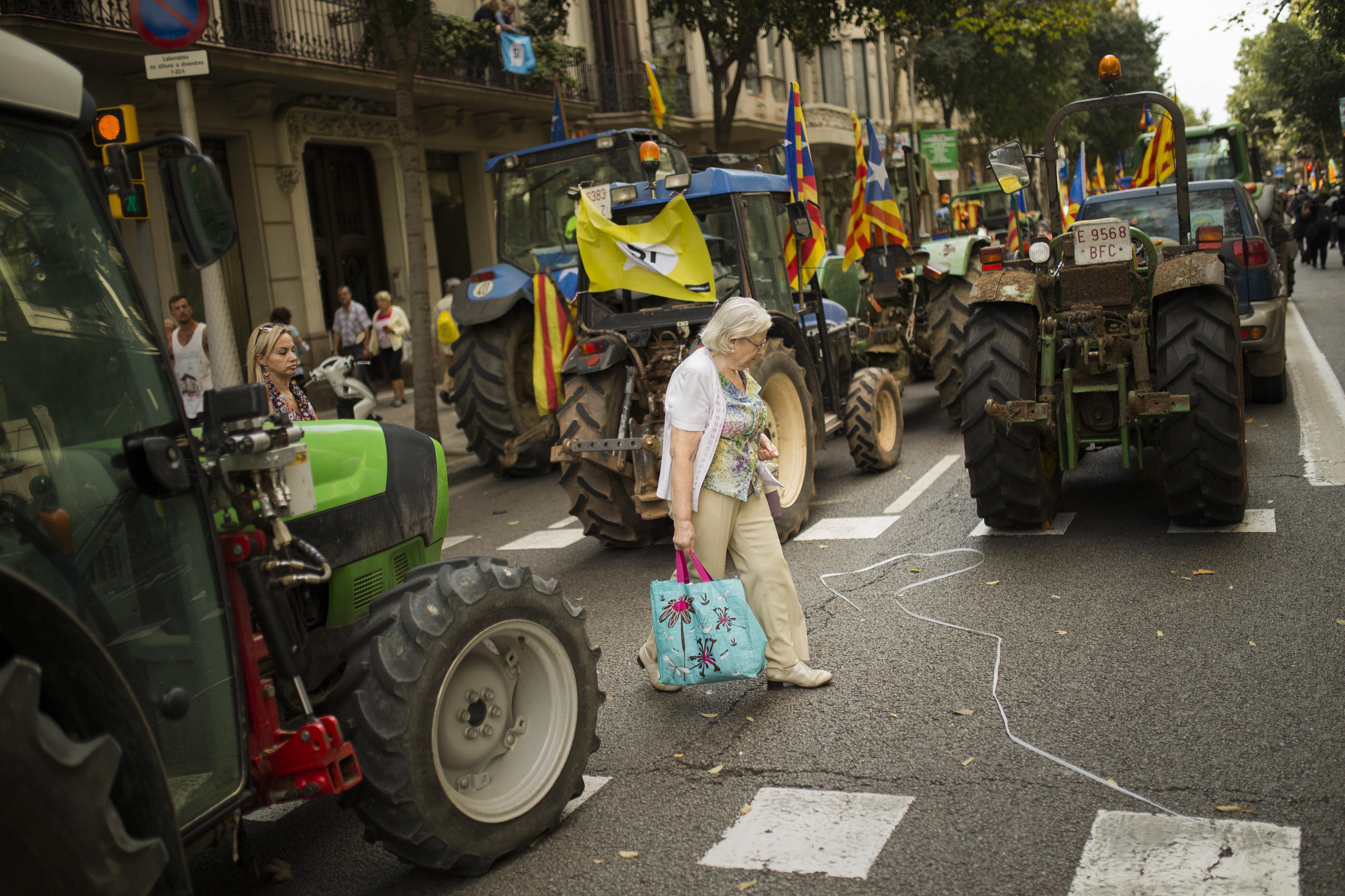 Tractores se unen a una concentración a favor del referéndum de Cataluña del 1 de octubre