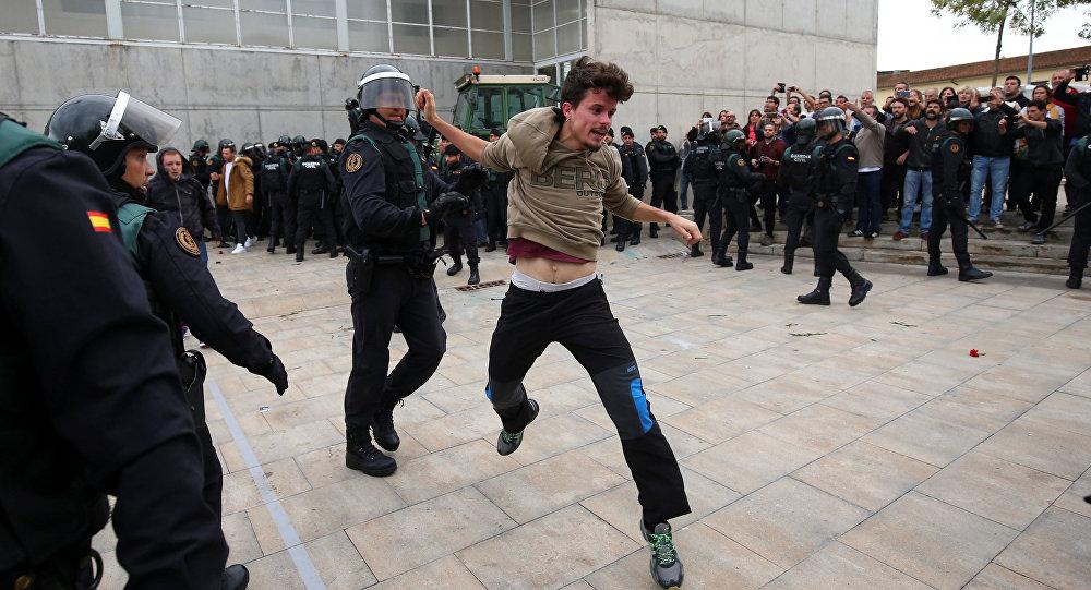 Enfrentamientos entre policía y manifestantes en Barcelona