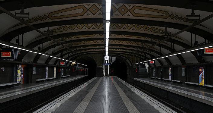 Platformas vacías del metro de Barcelona