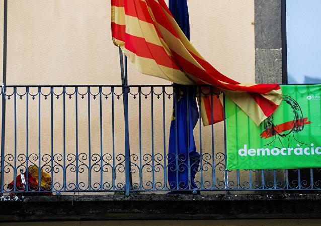 Las banderas de Cataluña y la UE