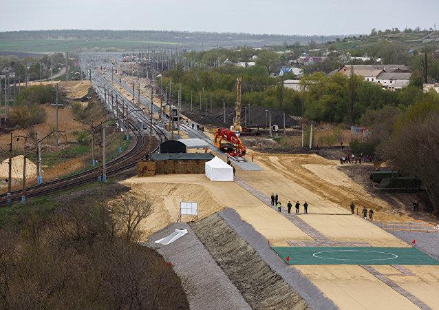 Las obras de construcción del tramo de ferrocarril en Rusia independiente de las infraestructuras ucranianas (archivo)