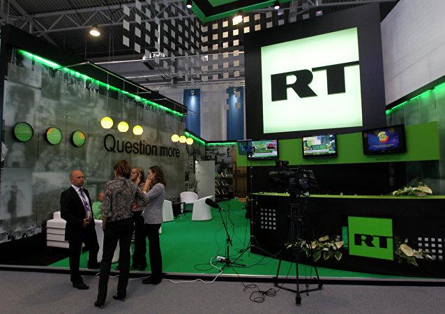 Nuland dice que la actividad de RT en EEUU no es una amenaza