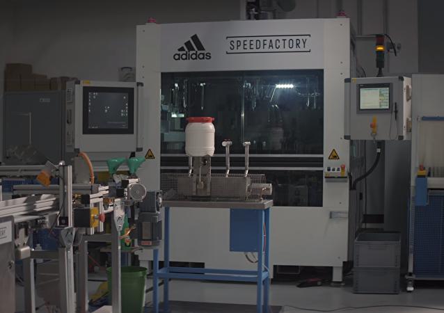 Adidas finaliza planta robotizada para zapatillas exclusivas