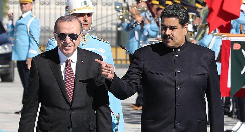 El presidente de Turquía Recep Tayyip Erdogan junto con el presidente de Venezuela Nicolás Maduro