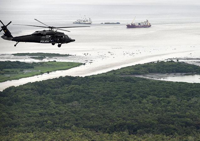Un helicóptero de la policía colombiana