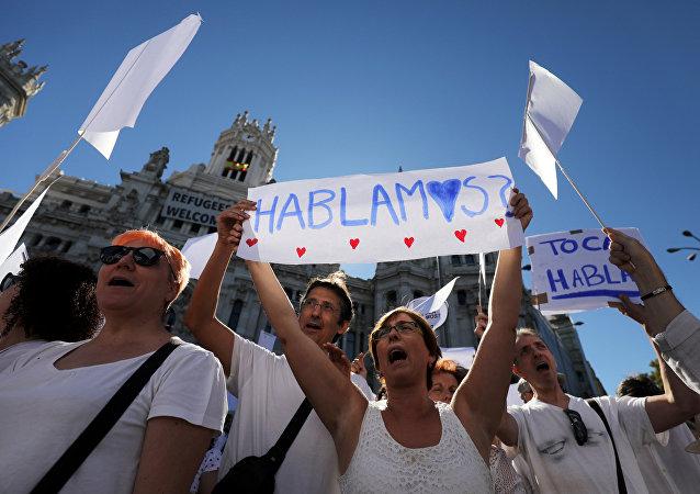 Miles de personas salen a calle en España para pedir diálogo