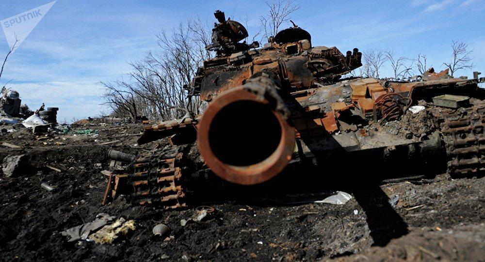 Un tanque destruido en Donbás (archivo)