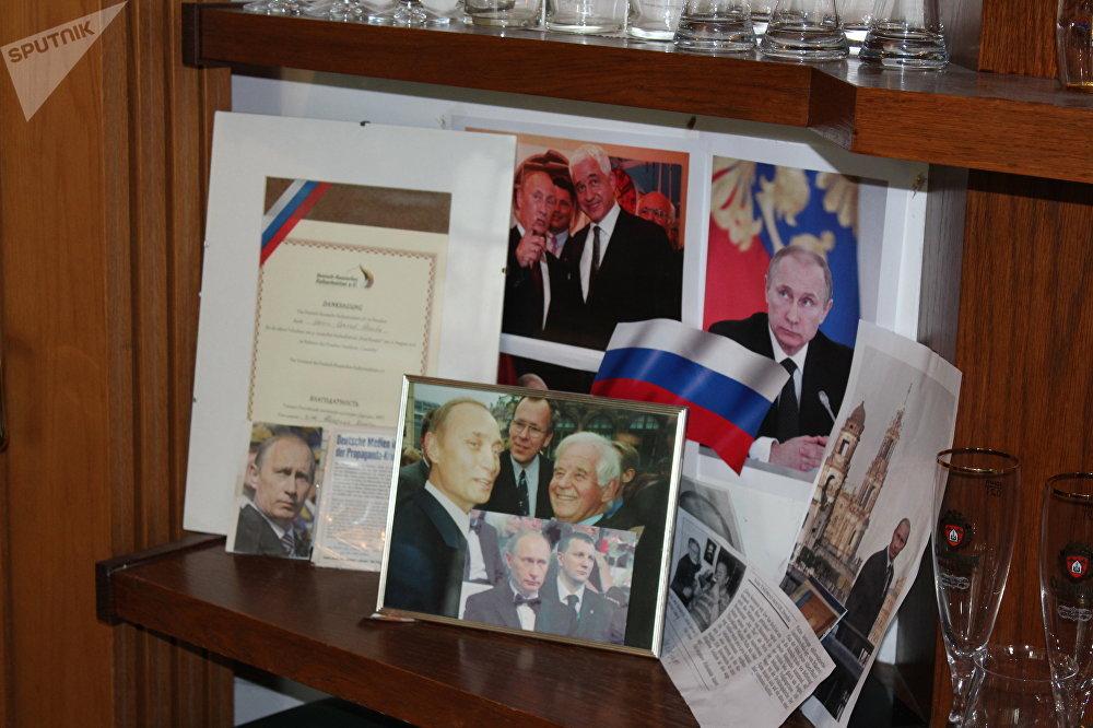 Un pequeño rincón en el restaurante Am Thor recuerda que el presidente ruso era muy bienvenido en el establecimiento