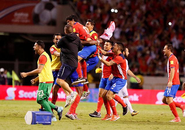 Jugadores de la selección de fútbol de Costa Rica celebrando la clasificación al Mundial de 2018 en Rusia