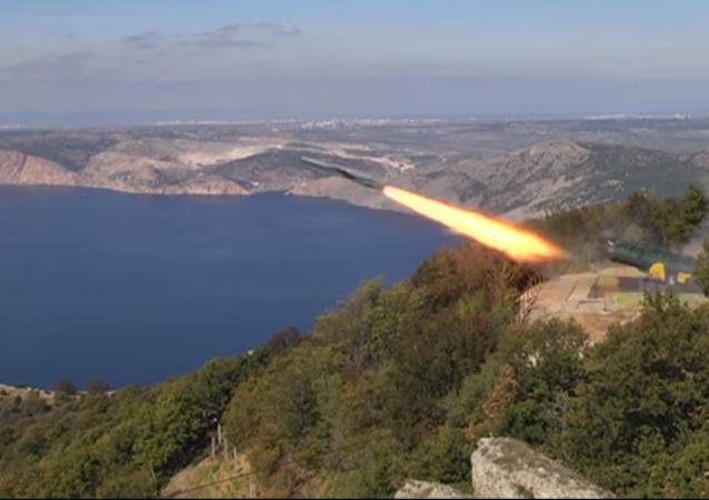 El sistema ruso Utios lanza misiles cerca de la ciudad rusa de Balaklava
