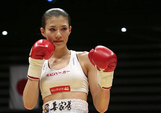 Tomomi Takano, una modelo y boxeadora nipona