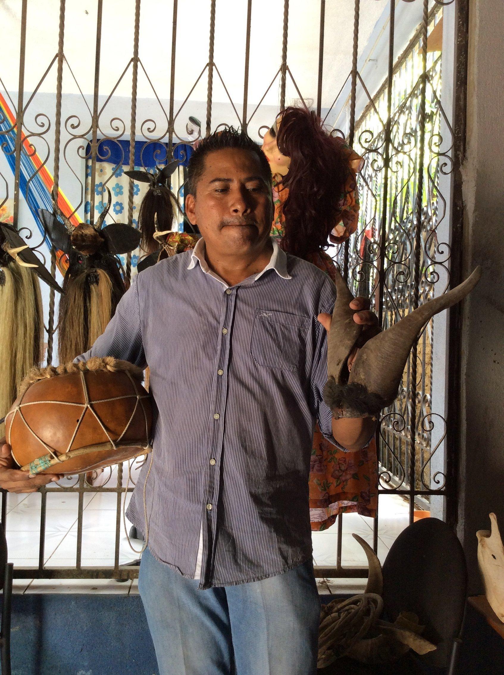 Abad Campos Rodríguez, coordinador del grupo de la Danza de los Diablos Los Tetereques de Cuajinicuilapa