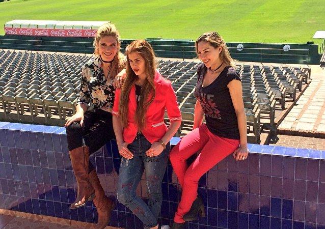 Las periodistas deportivas Daiana Abracinskas, Antonela Lima y Karen Todoroff
