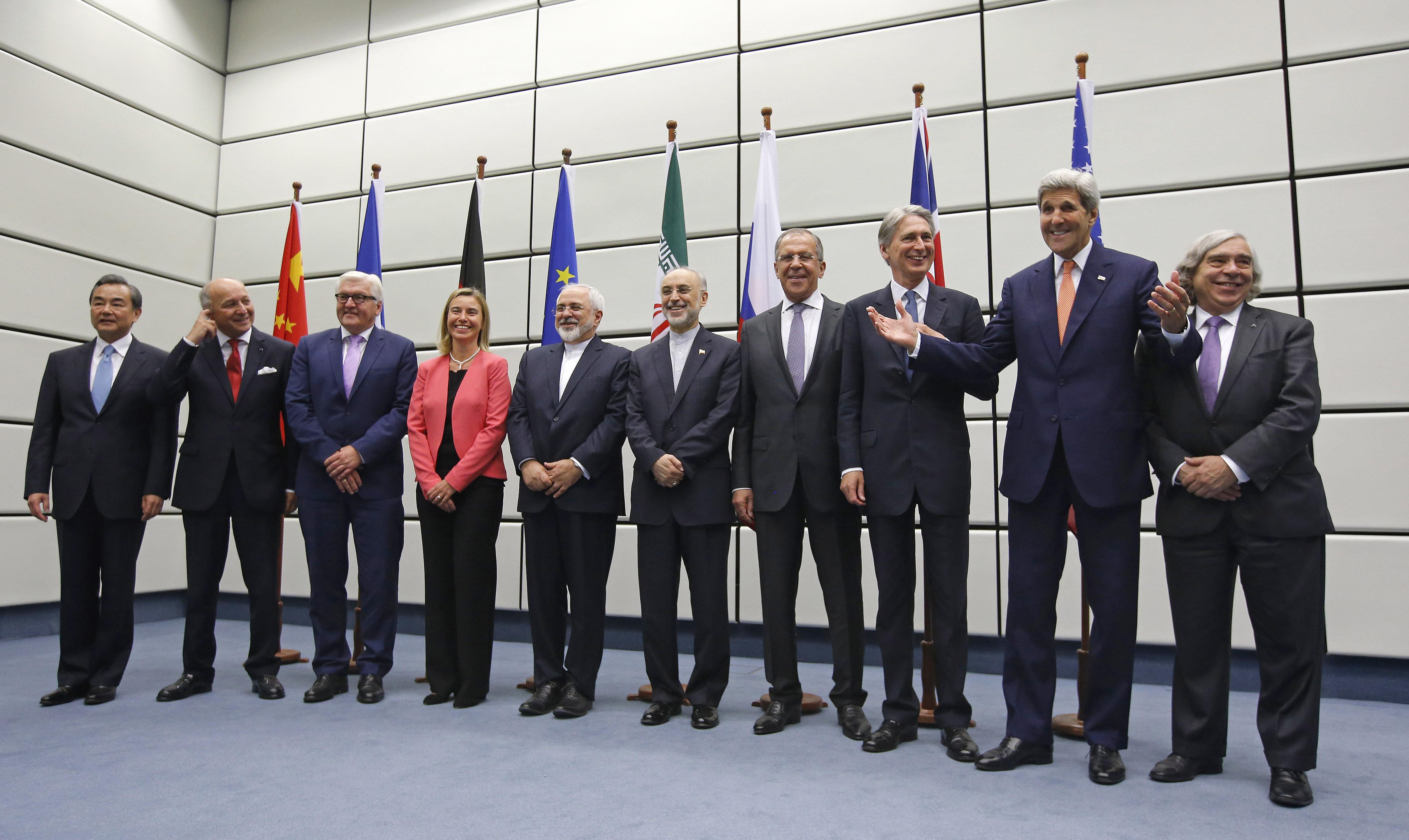 El Plan Integral de Acción Conjunta fue firmado en Viena el 14 de julio de 2015 entre Irán y el Grupo 5+1, compuesto por los cinco miembros permanentes del Consejo de Seguridad de la ONU—China, Francia, Rusia, Reino Unido, Estados Unidos— más Alemania.